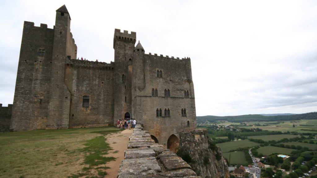 château de beynac vacances france