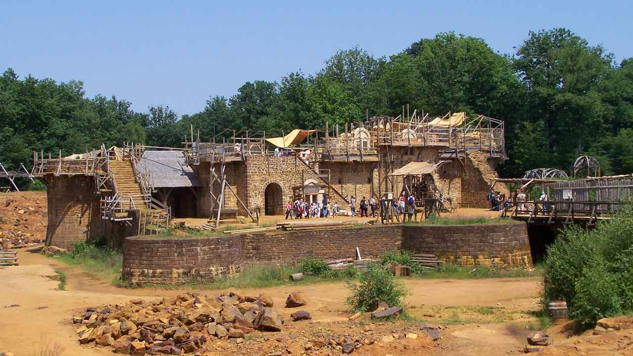 chantier médieval guedelon vacances france