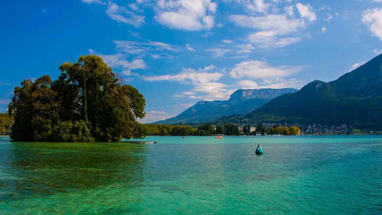 naviguez sur le Lac d'Annecy vacances montagne
