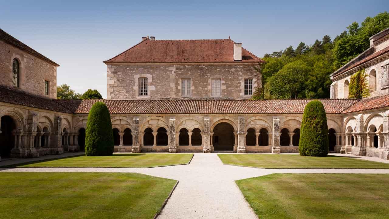 visite de l'abbaye de fontenay en vacances en bourgogne